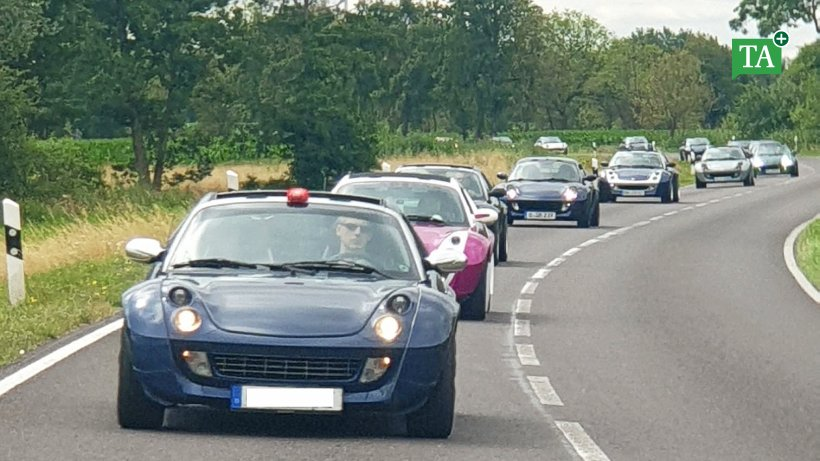 Ausfahrt von Sportwagen startet in Frömmstedt