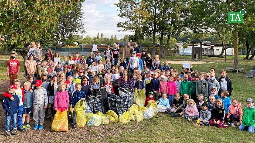 Ilm-Kreis: Mit Drecksäcken die Müllverursacher beschämt