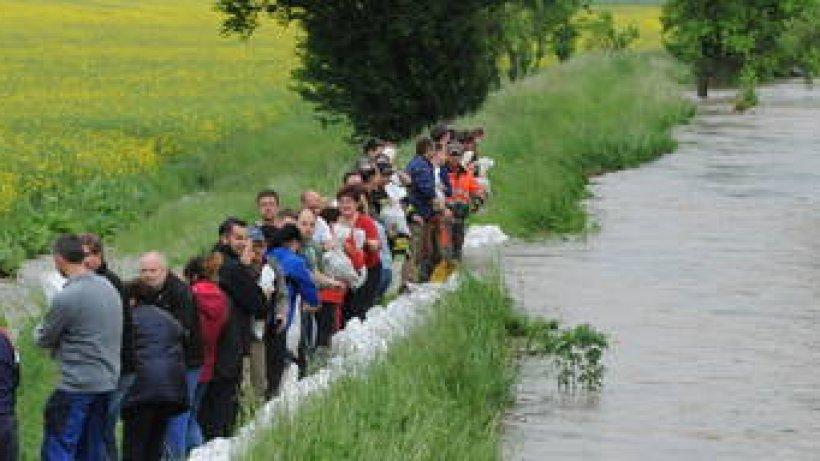 Hochwasser in Thüringen spitzt sich zu - Lage bei Sömmerda ...