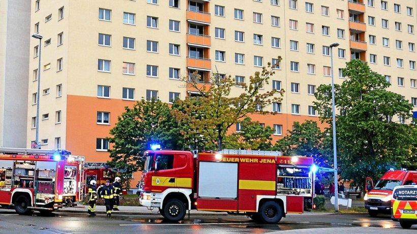 brand im studentenwohnheim  u2013 feuerwehr r u00fcckt in jena aus