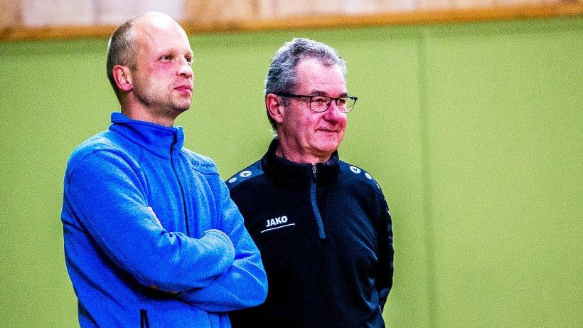 René Rethfeldt (links) und Udo Eidam schauen zufrieden und blicken hoffnungsvoll in die Zukunft von Hydro Nordhausen.