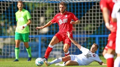 Yohan Mannone (Mitte) war beim 1:1 des FC Rot-Weiß Erfurt gegen den SV Donaustauf einer der Probespieler.